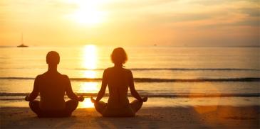 meditacao-aromaterapia-praia-bysamia